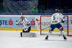01.01.2018, Ice Rink, Znojmo, CZE, EBEL, HC Orli Znojmo vs Fehervar AV 19, 35. Runde, im Bild v.l. MacMillan Carruth (Fehervar AV19) Bence Stipsicz (Fehervar AV19) // during the Erste Bank Icehockey League 35th round match between HC Orli Znojmo and Fehervar AV 19 at the Ice Rink in Znojmo, Czech Republic on 2018/01/01. EXPA Pictures © 2018, PhotoCredit: EXPA/ Rostislav Pfeffer