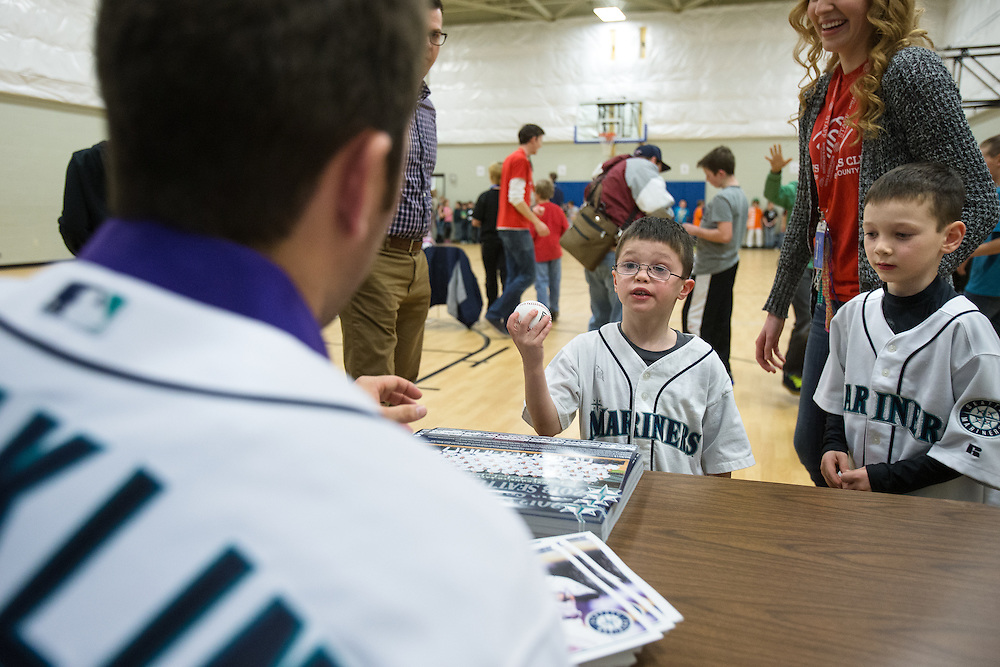 GABE GREEN/Press<br /> <br /> Young Mariners fan Kaleb Anderson, 6, left, and his brother Steven, 7, approach Mariners second baseman and infielder Nick Franklin Wednesday evening at the Boys and Girls Club in Post Falls.