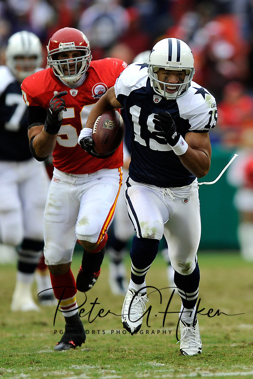 October 11, 2009:   Wide receiver Miles Austin #19 of the Dallas Cowboys brakes away from linebacker Mike Vrabel #50 of the Kansas City Chiefs for a 59-yard touchdown in the third quarter at Arrowhead Stadium in Kansas City, Missouri.  The Cowboys defeated the Chiefs in overtime 26-20...