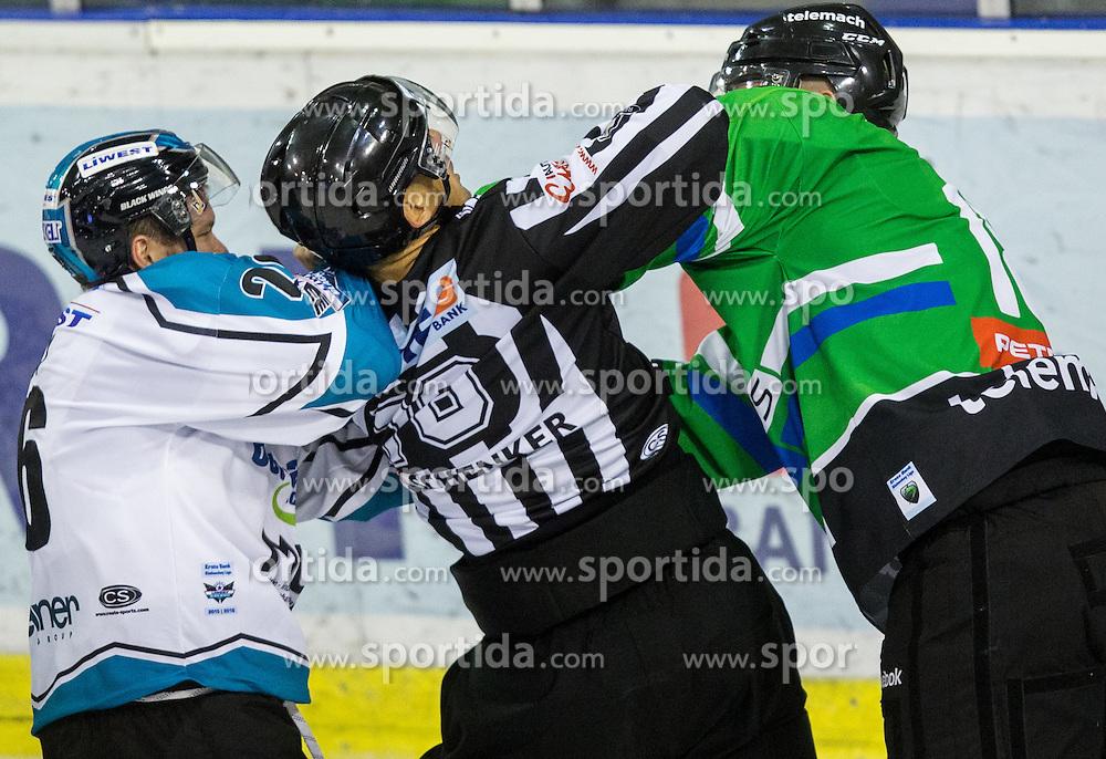 v.l. Rob Hisey (Black Wings Linz), referee, Andrej Tavzelj (HDD Olimpija)