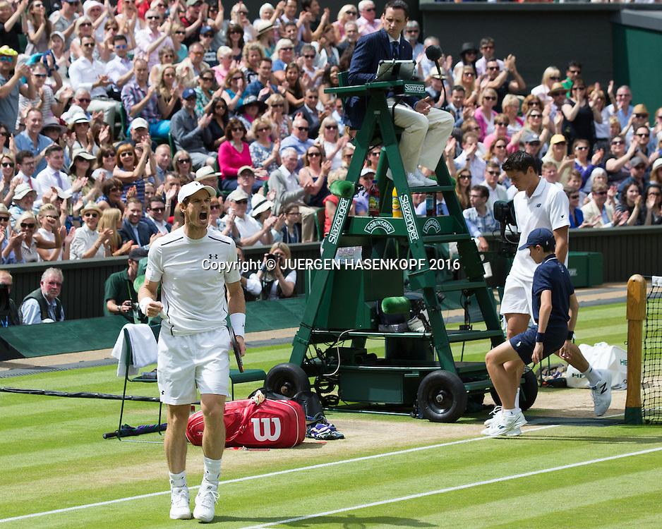 ANDY MURRAY (GBR) macht die Faust und jubelt,Jubel, im Hintergrund Milos Raonic, Emotion, Herren Endspiel, Finale <br /> <br /> Tennis - Wimbledon 2016 - Grand Slam ITF / ATP / WTA -  AELTC - London -  - Great Britain  - 10 July 2016.