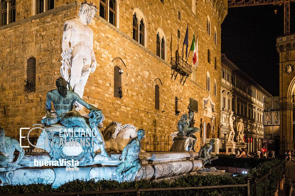 Firenze, Italia, 2016<br /> Uno scorcio di Palazzo Vecchio, sede del Comune, con la Fontana del Nettuno in primo piano<br /> <br /> Florence, Italy, 2016<br /> A glimpse of Palazzo Vecchio (Old Palace), the Town Hall of Florence, with the Fountain of Neptune on the foreground