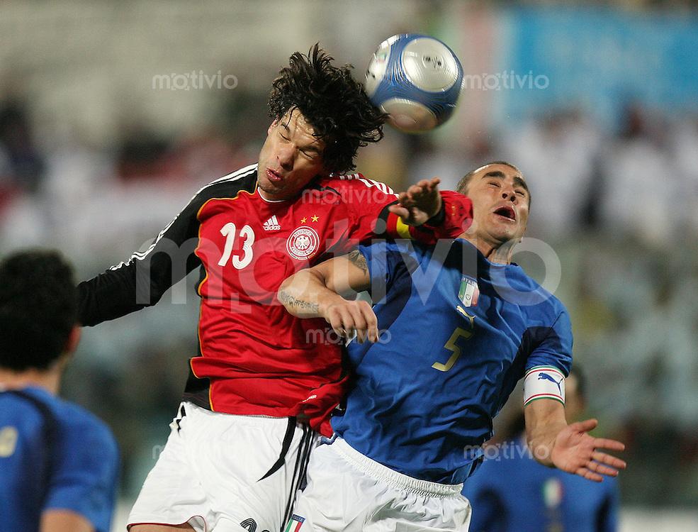 Fussball International Testspiel Italien 4-1 Deutschland Michael Ballack (GER,li) gegen Fabio Cannavaro (ITA)