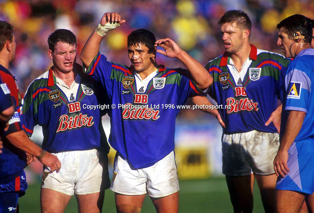 The Warriors front row, Syd Eru (centre) prepare to pack down during a scrum at the Optus Cup Rugby League match between the Auckland Warriors and Newcastle Knights at Ericsson Stadium, Auckland, 1996. Photo: PHOTOSPORT