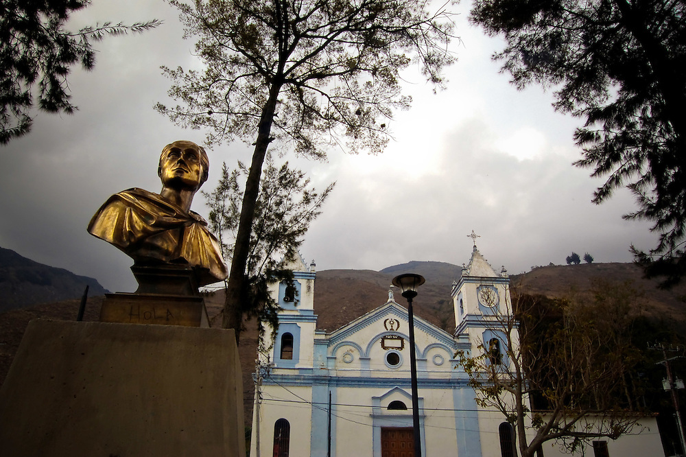 Plaza Bolivar en los paramos de Mérida - Venezuela .Photography by Aaron Sosa.Venezuela 2007.(Copyright © Aaron Sosa)