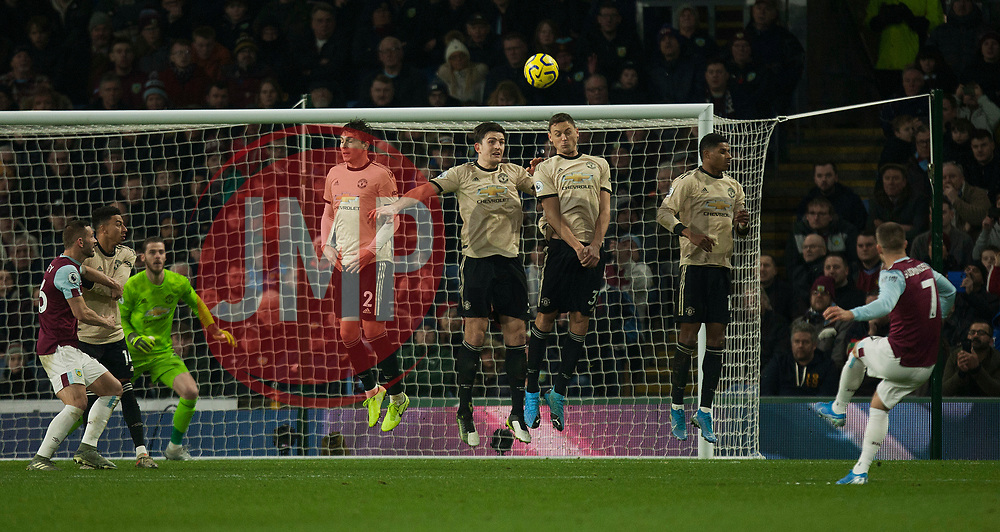 Johann Gudmundsson of Burnley (R) takes a free kick - Mandatory by-line: Jack Phillips/JMP - 28/12/2019 - FOOTBALL - Turf Moor - Burnley, England - Burnley v Manchester United - English Premier League