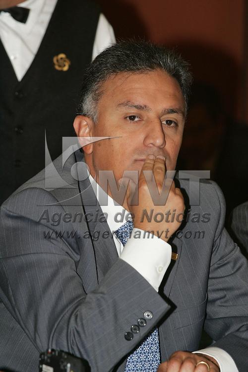Toluca, Mex.- Peter Homber Lehman, Presidente del Consejo Coordinador Empresarial y Hector Jimenez Baca, Comisionado de la Agencia de Segurdad Estatal (ASE), durante una conferencia de prensa acerca de la seguridad publica. Agencia MVT / Javier Rodriguez. (DIGITAL)<br /> <br /> <br /> <br /> <br /> <br /> <br /> <br /> NO ARCHIVAR - NO ARCHIVE