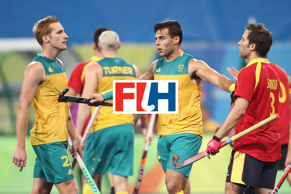 RIO DE JANEIRO, BRAZIL - AUGUST 07:   Daniel Beale of Australia (L) and Sergi Enrique of Spain (R) are separated by Chris Ciriello Australia as they exchange heated words during the men's pool A match between Spain and Australia on Day 2 of the Rio 2016 Olympic Games at the Olympic Hockey Centre on August 7, 2016 in Rio de Janeiro, Brazil.  (Photo by Mark Kolbe/Getty Images)