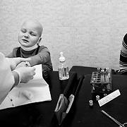 Borovliany's Hospital, January 2011 - Anghelina 6 anni, Leucemia. Durante un prelievo di sangue