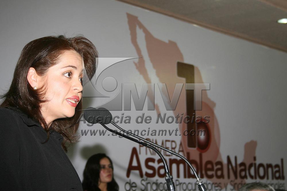 METEPEC, Mex.- Ana Lilia Herrera Ansaldo, presidenta municipal de Metepec inauguro la primera asamblea Nacional de S&iacute;ndicos Procuradores y S&iacute;ndicos Municipales, que preside Liliana &Aacute;lvarez Loya, del estado de Chihuahua, siendo sede este municipio. Agencia MVT / Jos&eacute; Hern&aacute;ndez. (DIGITAL)<br /> <br /> NO ARCHIVAR - NO ARCHIVE