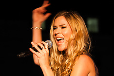 2014-10-30 Joss Stone and Jeff Beck perform at Covent Garden London Poppy Day event
