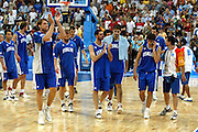 ATENE, 28 AGOSTO 2004<br /> OLIMPIADI ATENE 2004<br /> BASKET FINALE<br /> ITALIA - ARGENTINA<br /> NELLA FOTO: DELUSIONE TEAM ITALIA<br /> FOTO CIAMILLO