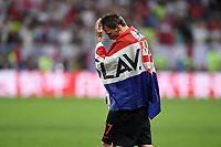 FUSSBALL  WM 2018  Halbfinale  11.07.2018 Kroatien - England JUBEL Kroatien; Torschuetze zum 2-1 Siegtreffer, Mario Mandzukic mit CRO Flagge nach dem Spiel