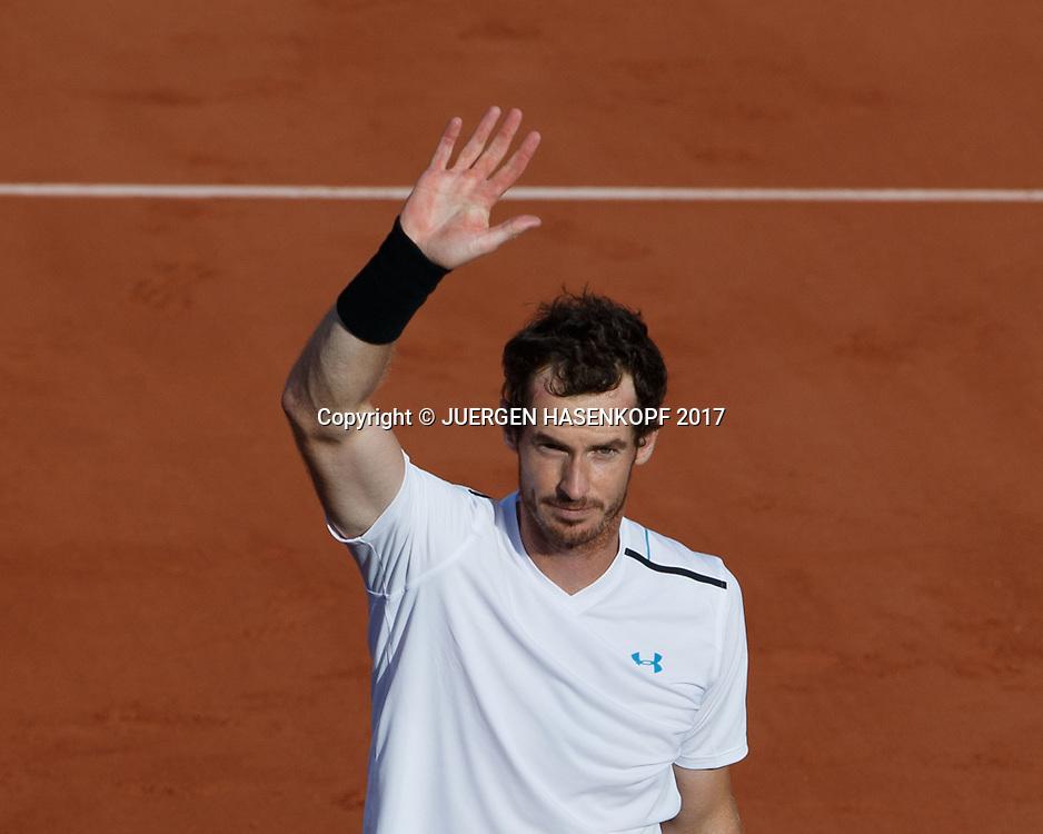ANDY MURRAY (GBR) winkt und bedankt sich beim Publikum ,von oben,<br /> <br /> Tennis - French Open 2017 - Grand Slam / ATP / WTA / ITF -  Roland Garros - Paris -  - France  - 7 June 2017.