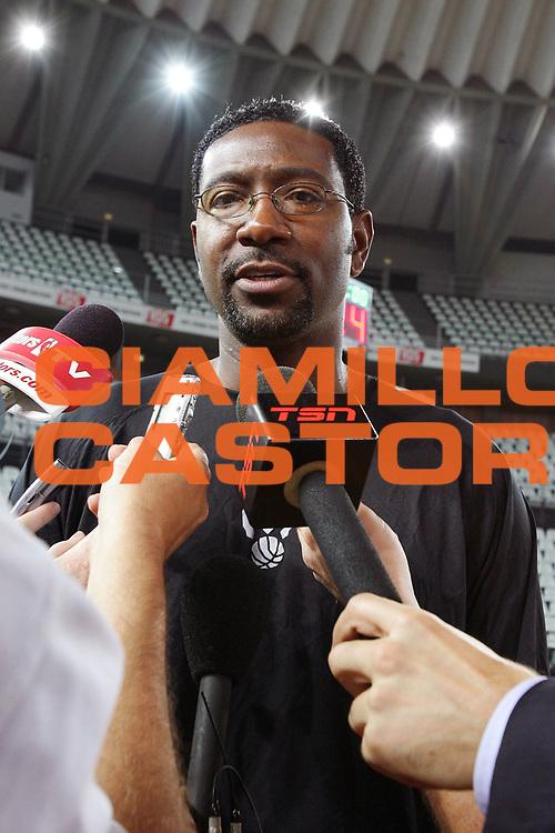 DESCRIZIONE : Roma NBA Europe Live Tour 2007 allenamento practice Toronto Raptors <br /> GIOCATORE : Mitchell <br /> SQUADRA : Toronto Raptors <br /> EVENTO : NBA Europe Live Tour 2007 <br /> GARA : <br /> DATA : 05/10/2007 <br /> CATEGORIA : <br /> SPORT : Pallacanestro <br /> AUTORE : Agenzia Ciamillo-Castoria/S.Silvestri <br /> GALLERIA: Nba Europe Live Tour 2007 <br /> FOTONOTIZIA: Roma NBA Europe Live Tour 2007 allenamento practice Toronto Raptors <br /> Predefinita: