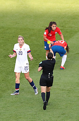 2019?6?17?.   ???????????——F??????????.    6?16?????????·????????? .    ?????????????????2019??????????F??????????3?0??????.   ?????????..(1906017) -- PARIS, June 17, 2019  Allie Long (L) of the United States gets a yellow card during the Group F match between the United States and Chile at the 2019 FIFA Women's World Cup in Parc des Princes in Paris, France, June 16, 2019.  The United States won 3-0. (Credit Image: © Xinhua via ZUMA Wire)