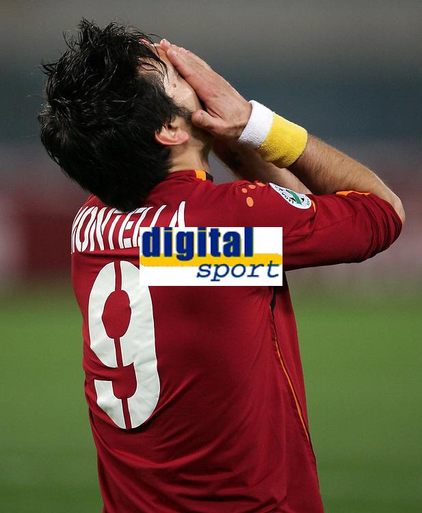 Fotball<br /> Serie A Italia 2004/05<br /> Roma v Siena<br /> 20. april 2005<br /> Foto: Digitalsport<br /> NORWAY ONLY<br /> la disperazione di montella dopo un gol fallito
