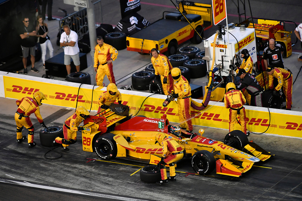 Verizon IndyCar Series<br /> Desert Diamond West Valley Phoenix Grand Prix<br /> Phoenix Raceway, Avondale, AZ USA<br /> Saturday 29 April 2017<br /> Ryan Hunter-Reay, Andretti Autosport Honda pit stop<br /> World Copyright: Scott R LePage<br /> LAT Images<br /> ref: Digital Image lepage-170429-phx-3592