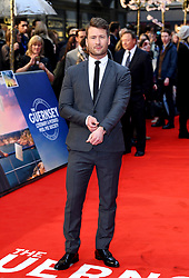 Glen Powell attending the world premiere of The Guernsey Literary and Potato Peel Pie Society at the Curzon Mayfair, London. Photo credit should read: Doug Peters/EMPICS Entertainment