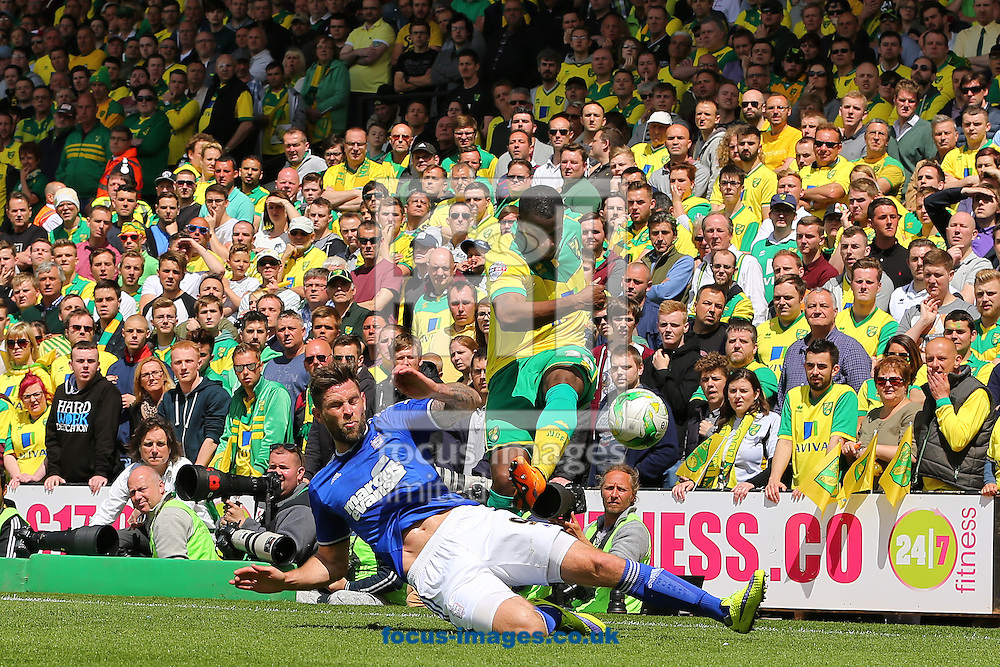 Daryl Murphy of Ipswich Town battles with Sebastien Bassong of Norwich City during the Sky Bet Championship match at Carrow Road, Norwich<br /> Picture by Richard Calver/Focus Images Ltd +44 7792 981244<br /> 16/05/2015