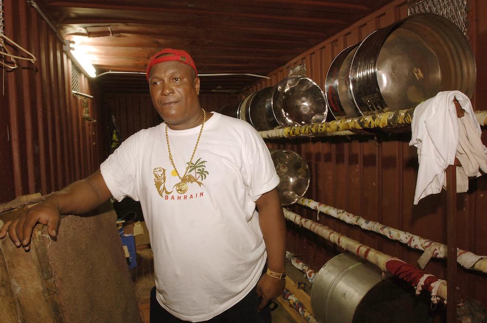 German: Vincent Benjamin, 52, Manager der Angostura Woodbrook Playboyz in Port of Spain, Trinidad. Die Steelband begleitet die Fussballnationalmannschaft von Trinidad & Tobago seit vier Jahren zu allen Länderspielen. Sie wird auch zu der  WM in Deutschland fahren.