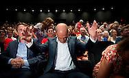 PvdA-lijsttrekker Diederik Samsom heeft partijgenoten uit Groningen, Friesland en Drenthe toegesproken op een verkiezingsbijeenkomst in Drachten. Hij zei onder meer dat verandering in de lucht hangt en dat die over 72 uur bewaarheid kan worden.