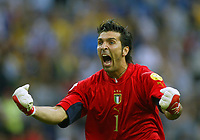 Italy v Sweden - Estadio Dragao, Porto - 18th June 2004<br />Italy's goalkeeper Gianluigi Buffon celebrates his team's opening goal<br />Photo: Jed Leicester/Sporting Pictures<br />© Sporting Pictures (UK) Ltd<br />www.sportingpictures.com<br />Tel: +44 (0)20 7405 4500<br />Fax: +44 (0)20 7831 7991