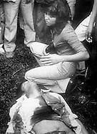 Familiares lloran frente los restos de un trabajador que fue asesinados por miembros de los escuadrones de la muerte 1979.(IL Photo).