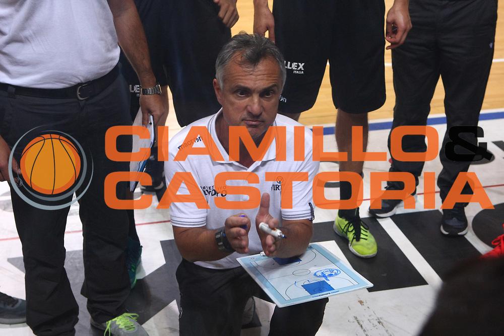 DESCRIZIONE : Cremona Lega A 2015-2016 Vanoli Cremona Obiettivo Lavoro Virtus Bologna Amichevole precampionato<br /> GIOCATORE : Giorgio Valli Coach<br /> SQUADRA : Obiettivo Lavoro Virtus Bologna<br /> EVENTO : Campionato Lega A 2014-2015 Precampionato<br /> GARA : Vanoli Cremona Obiettivo Lavoro Virtus Bologna<br /> DATA : 16/09/2015<br /> CATEGORIA : Coach Time Out<br /> SPORT : Pallacanestro<br /> AUTORE : Agenzia Ciamillo-Castoria/F.Zovadelli<br /> GALLERIA : Lega Basket A 2015-2016<br /> FOTONOTIZIA : Cremona Campionato Italiano Lega A 2015-16 Vanoli Cremona  Obiettivo Lavoro Virtus Bologna Amichevole Precampionato<br /> PREDEFINITA : <br /> F Zovadelli/Ciamillo