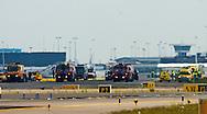 De eerste passagiers hebben woensdag rond 15.50 uur de door F16's onderschepte Airbus van Vueling verlaten. Ze liepen een vliegtuigtrap af en stapten in gereedstaande bussen. Dat gebeurde nadat onderhandelaars na een gesprek met de gezagvoerder hadden vastgesteld dat het toestel niet was gekaapt. Dat vermoeden was gerezen omdat er geen radiocontact met de Airbus in de lucht mogelijk was.