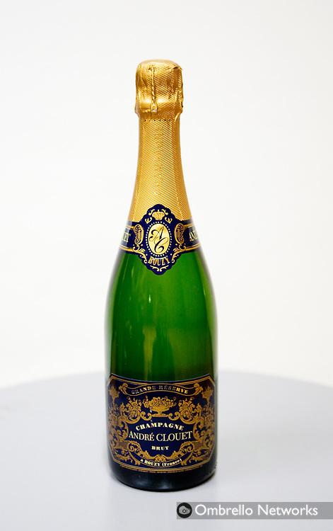 STOCKHOLM 071217<br /> Champagnetest med Lets Dance deltagare. I bild: Andre Clouet