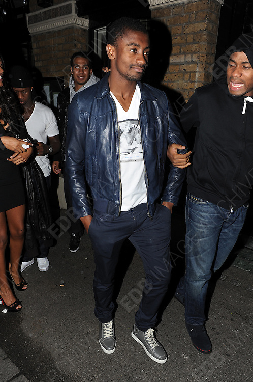 04.APRIL 2012. LONDON<br /> <br /> SALOMON KALOU LEAVING ANAYA NIGHT CLUB IN MAYFAIR AT 3.00AM AFTER EARLIER PLAYING FOR CHELSEA IN THEIR QUARTER-FINAL CHAMPIONS LEAGUE WIN OVER BENFICA. <br /> <br /> BYLINE: EDBIMAGEARCHIVE.COM<br /> <br /> *THIS IMAGE IS STRICTLY FOR UK NEWSPAPERS AND MAGAZINES ONLY*<br /> *FOR WORLD WIDE SALES AND WEB USE PLEASE CONTACT EDBIMAGEARCHIVE - 0208 954 5968*