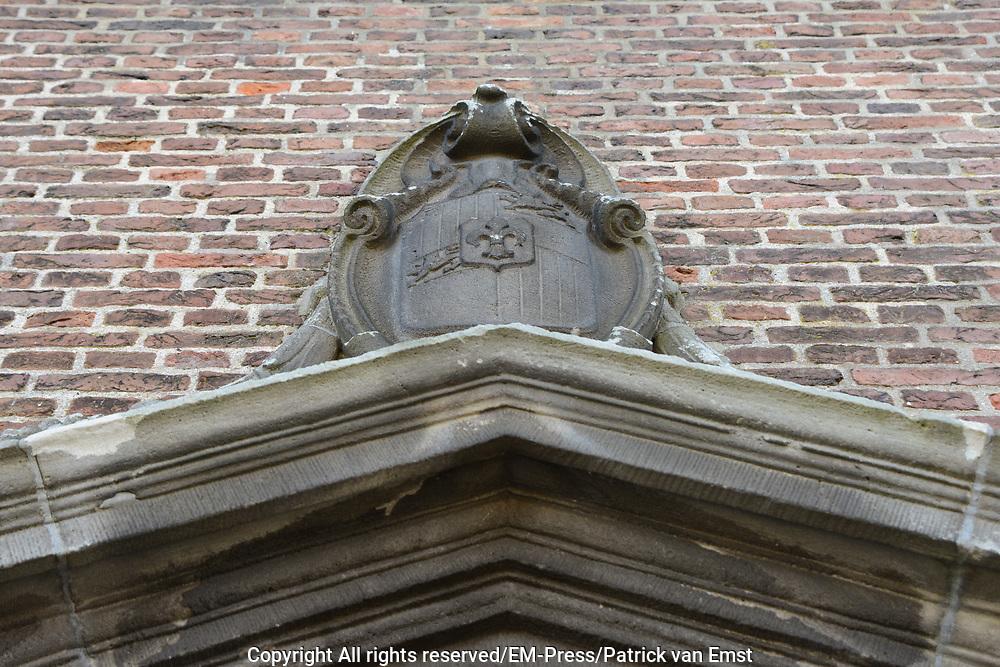 Hofwijck is een buitenplaats gelegen in Voorburg, aan de Vliet of Rijn-Schiekanaal, het kanaal van Delft naar Leiden.<br /> De buitenplaats was eigendom van  Constantijn Huygens en ontworpen door Jacob van Campen.De verhoudingen tussen de afmetingen zijn hierbij zeer bewust gekozen. De tuin was namelijk gebaseerd op het menselijk lichaam, waarbij het huis het hoofd vormde. Dit was gebaseerd op het harmoniemodel van Vitruvius.<br /> <br /> Hofwijck is a country house located in Voorburg.<br /> The house was owned by Constantijn Huygens and designed by Jacob van Campen.De relationships between the dimensions here are very conscious choice. The garden was in fact based on the human body, where it formed the main house. This was based on the harmony model of Vitruvius.