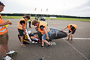 In Lelystad test het HPT voor de laatste keer de nieuwe fiets op de RDW baan. In september wil het Human Power Team Delft en Amsterdam, dat bestaat uit studenten van de TU Delft en de VU Amsterdam, tijdens de World Human Powered Speed Challenge in Nevada een poging doen het wereldrecord snelfietsen voor vrouwen te verbreken met de VeloX 7, een gestroomlijnde ligfiets. Het record is met 121,44 km/h sinds 2009 in handen van de Francaise Barbara Buatois. De Canadees Todd Reichert is de snelste man met 144,17 km/h sinds 2016.<br /> <br /> In Lelystad the team tests the new bike for the last time before the record attempts. With the VeloX 7, a special recumbent bike, the Human Power Team Delft and Amsterdam, consisting of students of the TU Delft and the VU Amsterdam, also wants to set a new woman's world record cycling in September at the World Human Powered Speed Challenge in Nevada. The current speed record is 121,44 km/h, set in 2009 by Barbara Buatois. The fastest man is Todd Reichert with 144,17 km/h.