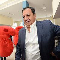 """Toluca, México.- (Abril 04, 2017).- Óscar González Yález, candidato a la gubernatura mexiquense por el Partido del Trabajo propuso establecer """"pena de muerte"""" para sancionar el feminicidio en la entidad. Agencia MVT / Crisanta Espinosa."""