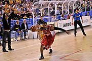 DESCRIZIONE : Vigevano Lega A2 2009-10 Playoff Miro Radici Fin. Vigevano - Trenkwalder Reggio Emilia<br /> GIOCATORE : Hite<br /> SQUADRA : Reggio Emilia<br /> EVENTO : Playoff Lega A2 2009-2010<br /> GARA : Miro Radici Fin. Vigevano - Trenkwalder Reggio Emilia<br /> DATA : 16/05/2010<br /> CATEGORIA : Palleggio<br /> SPORT : Pallacanestro <br /> AUTORE : Agenzia Ciamillo-Castoria/D.Pescosolido