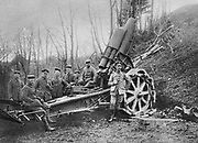 World War I 1914-1918: Eastern Front.   German mortar in position near Predeal, Transylvania, Romania, 1916. Armament Weapon Artillery