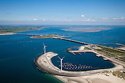 Nederland, Zeeland, Oosterschelde, 12-06-2009; Stormvloedkering tussen Noord-Beveland en Schouwen (linksboven). Onder: buitenhaven van werkeiland Neeltje Jans met het bedieningsgebouw ir. J. W. Topshuis. Midden: sluitgat Schaar, werkeiland Roggenplaat en sluitgat Hammen. Aan de horizon de zandplaat Roggeplaat, deze en andere platen worden steeds kleiner doordat de getijdewerking in de Oosterschelde kleiner is dan voorheen, de zogenaamde 'zandhonger'..Storm surge barrier in Oosterschelde (East Scheldt), between Islands of Schouwen-Duiveland and Noord-Beveland; North Sea on this side of the barrier. Under normal circumstances the barrier is open to allow for the tide to enter and exit. In case of high tides in combination with storm, the slides are closed..As a result of the reduction of tidal height no new sand is deposited on the sand bars which slowly erode, causing environmental problems.Swart collectie, luchtfoto (toeslag); Swart Collection, aerial photo (additional fee required).foto Siebe Swart / photo Siebe Swart