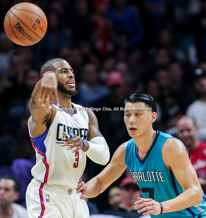 Los Angeles Clippers Chris Paul passes the ball away from Charlotte Hornets Jeremy Lin during the NBA basketball game in Los Angeles, the United States, Jan. 9, 2016. Los Angeles Clippers won 97-83. (Xinhua/Zhao Hanrong)(Photo by Ringo Chiu/PHOTOFORMULA.com)<br /> <br /> Usage Notes: This content is intended for editorial use only. For other uses, additional clearances may be required.