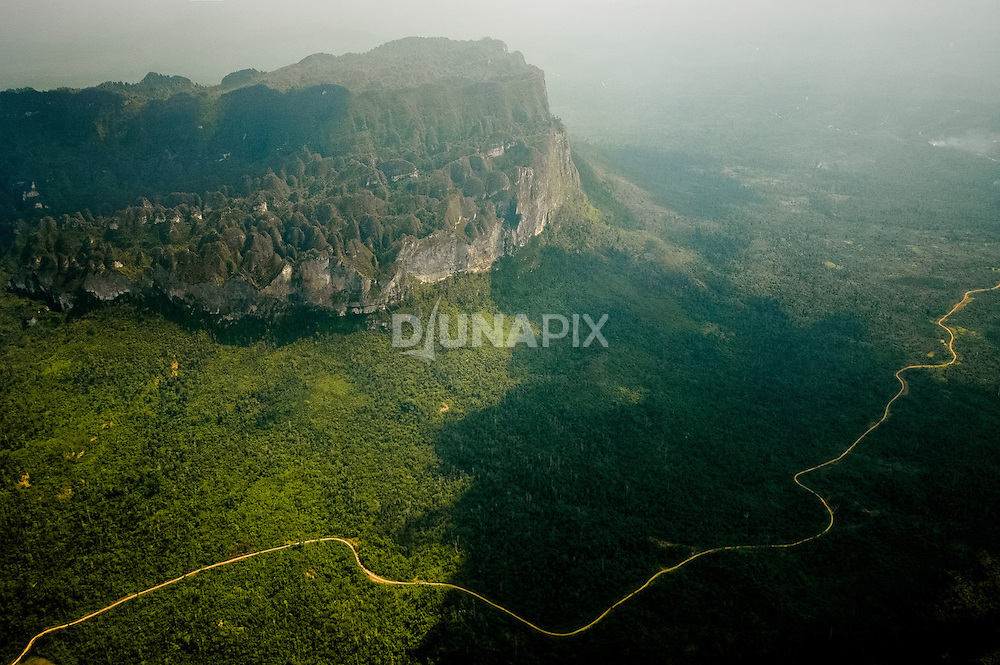 Aerial view of Sangkulirang karst terrain viewed at ~40% of flight distance between Lake Tebo and Sangatta, East Kalimantan. Baai outlier??