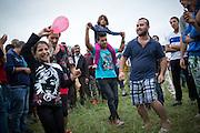 Willkommensfest für Flüchtlinge in Heidenau: Unterstützer wollten mit dem Fest für Flüchtlinge, die in einer Notunterkunft in einem leerstehenden Baumarkt untergebracht sind, ein Zeichen gegen rechte Gewalt setzen. Die Woche zuvor kam es beim Einzug der Flüchtlinge zu mehrtägigen Ausschreitungen von Rechtsextremen.