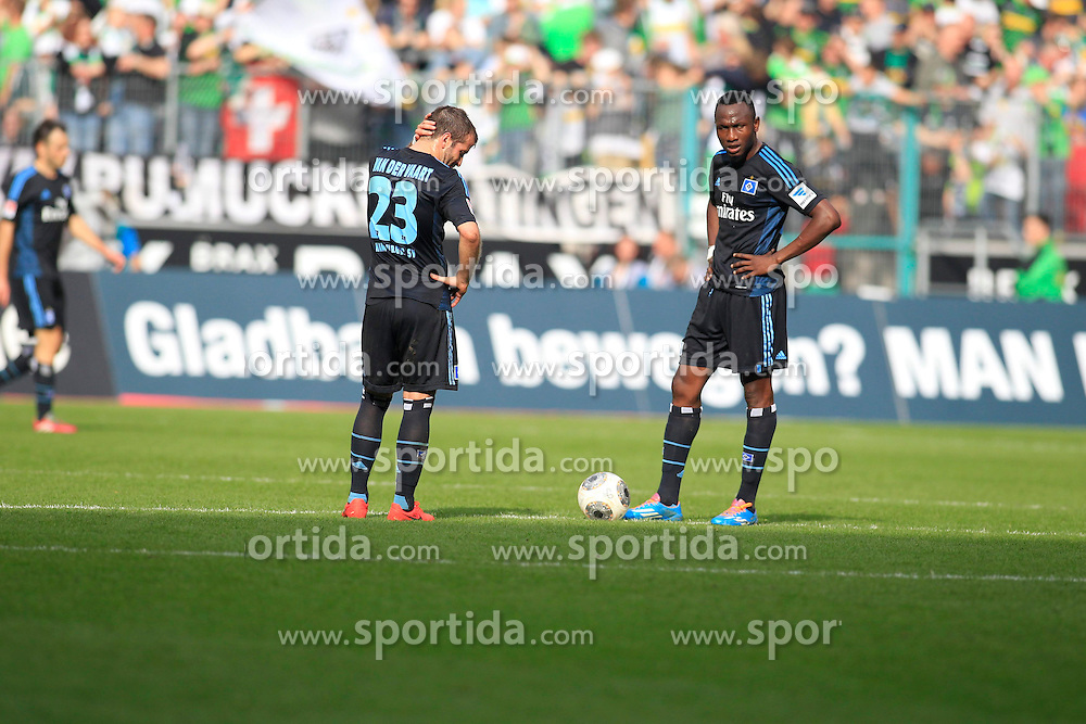 30.03.2014, Eintrachtstadion, Moenchengladbach, GER, 1. FBL, Borussia Moenchengladbach vs Hamburger SV, 28. Runde, im Bild Kapitaen Rafael van der Vaart #23 (Hamburger SV) und Jacques Zoua #31 (Hamburger SV) // during the German Bundesliga 28th round match between Borussia Moenchengladbach and Hamburger SV at the Eintrachtstadion in Moenchengladbach, Germany on 2014/03/30. EXPA Pictures &copy; 2014, PhotoCredit: EXPA/ Eibner-Pressefoto/ Schueler<br /> <br /> *****ATTENTION - OUT of GER*****