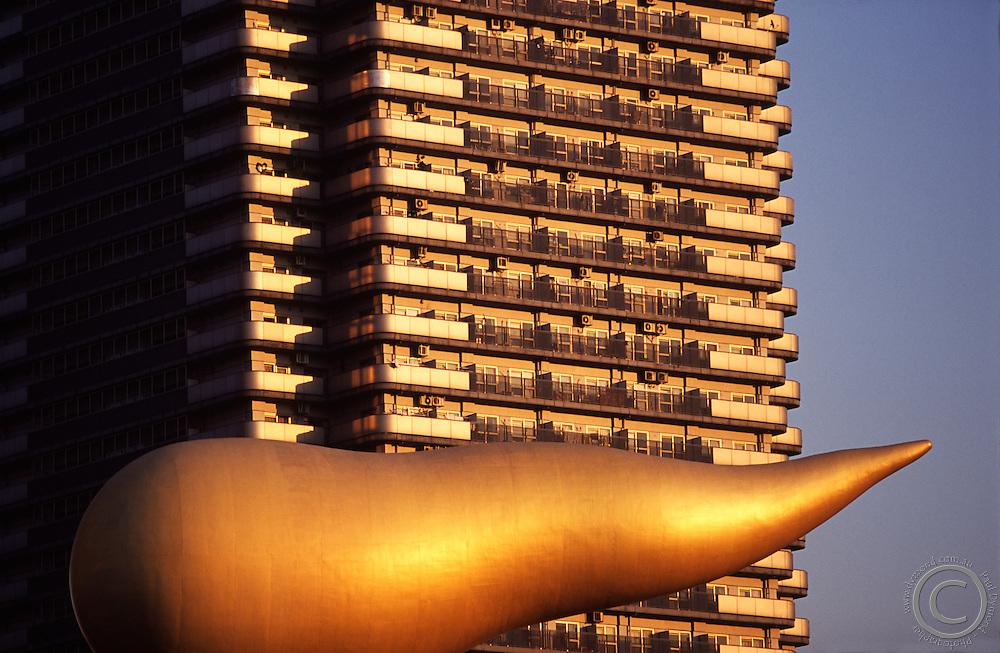 The Flamme D'Or statue on top of the Asahi beer factory in Asakusa is one of Tokyo's most well known landmarks.