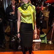 """NLD/Amsterdam/20131105 - Koninging Maxima bezoekt de Hazes musical """"Hij Gelooft in Mij"""", Danielle Oerlemans - Overgaag"""