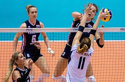 20-05-2016 JAP: OKT Italie - Nederland, Tokio<br /> De Nederlandse volleybalsters hebben een klinkende 3-0 overwinning geboekt op Itali&euml;, dat bij het OKT in Japan nog ongeslagen was. Het met veel zelfvertrouwen spelende Oranje zegevierde met 25-21, 25-21 en 25-14 / Yvon Belien #3, Cristina Chirichella #11 of Italie, Laura Dijkema #14