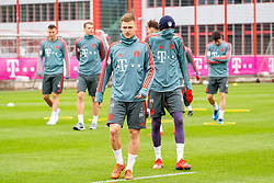 14.03.2019, Säbener Strasse, Muenchen, GER, 1. FBL, FC Bayern Muenchen vs 1. FSV Mainz 05, Training, im Bild v.l. Joshua Kimmich (FC Bayern), Thomas Müller (FC Bayern) // during a trainings session before the German Bundesliga 26th round match between FC Bayern Muenchen and 1. FSV Mainz 05 at the Säbener Strasse in Muenchen, Germany on 2019/03/14. EXPA Pictures © 2019, PhotoCredit: EXPA/ Lukas Huter
