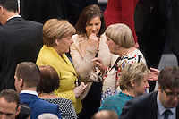 12 FEB 2017, BERLIN/GERMANY:<br /> Angela Merkel (L), CDU, Bundeskanzlerin, Katrin Goering-Eckardt (M), B90/Gruene, Fraktionsvorsitzende und Spitzenkandidatin, und Claudia Roth (R), B90/Gruene, ehem. Bundesvorsitzende, im Gespr&auml;ch, 16. Bundesversammlung zur Wahl des Bundespraesidenten, Reichstagsgebaeude, Deutscher Bundestag<br /> IMAGE: 20170212-02-027<br /> KEYWORDS; Gespr&auml;ch, Katrin G&ouml;ring-Eckardt, Bundespraesidentenwahl, Bundespr&auml;sidetenwahl
