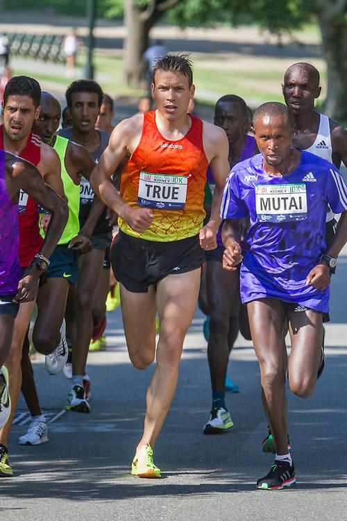 UAE Healthy Kidney 10K, Ben True with lead pack