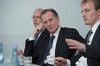 10 MAY 2012, BERLIN/GERMANY:<br /> Cornelius Richter, Geschaeftsfuehrer DIW Berlin, Prof. Dr. Dr. h.c. Bert Ruerup, Vorsitzender des Kuratoriums DIW Berlin, Prof. Georg Weizsaecker, Stellv. Vorsitzender des Vorstands DIW Berlin, (v.L.n.R.), Pressegespraech zu den Ergebnissen der Kuratoriumssitzung, DIW Berlin<br /> IMAGE: 20120510-01-007<br /> KEYWORDS: Bert Rürup, Georg Weizsäcker