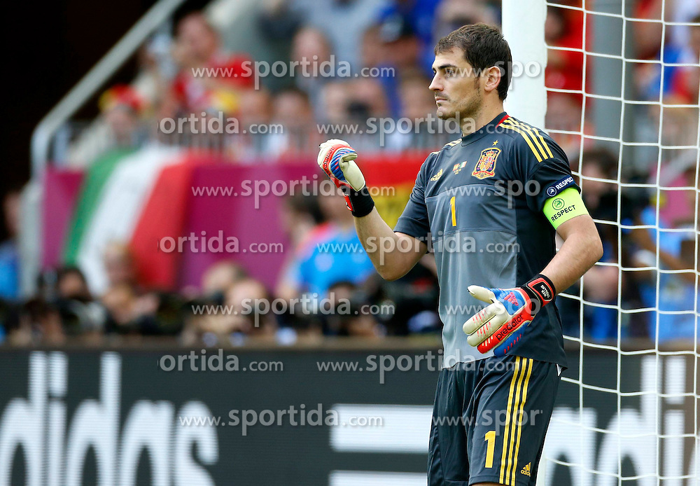 10.06.2012, Arena Gdansk, Danzig, POL, UEFA EURO 2012, Spanien vs Italien, Gruppe C, im Bild (L) IKER CASILLAS // during the UEFA Euro 2012 Group C Match between Spain and Italy at the Arena Gdansk, Gdansk, Poland on 2012/06/10. EXPA Pictures © 2012, PhotoCredit: EXPA/ Newspix/ Kamil Kraszewski..***** ATTENTION - for AUT, SLO, CRO, SRB, SUI and SWE only *****
